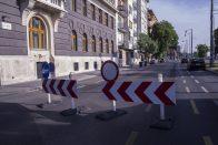 Számos utat lezárnak, részben megbénul Budapest