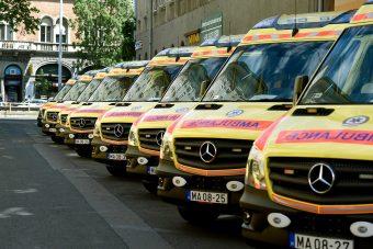 Kétszáz új mentőautó Magyarországon