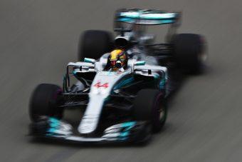 F1: Hamilton az élen, Alonso McLarenje lerobbant