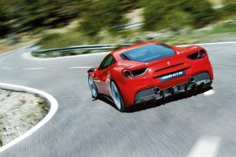 Ferrarit lopott, de nem volt pénze tankolni