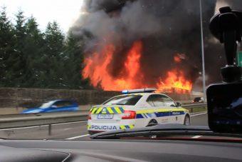 Brutális autópályatüzet videóztunk, a bőrünkön éreztük a lángokat
