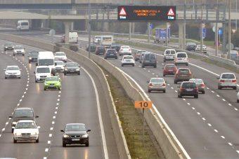 Világelső rezsicsökkentés zúdul az autósokra?