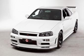 Tömör gyönyör ez a fehér Nissan Skyline GT-R