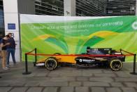 F1-es Renault parkol Budapesten