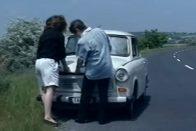 Íme a Szomszédok összes jelenete, amiben Trabant szerepelt