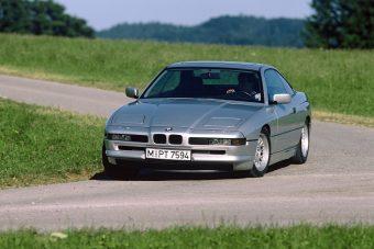 7 autó, ami a hátsó kerekeit is kormányozza