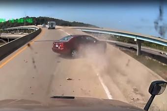 Hülye ötlet vezetés közben átöltözni, videón a bizonyíték