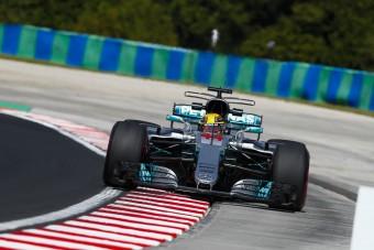 F1: Hamilton háromesélyes csatát vár