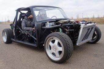 Ez a becsövezett drifter Lada a legjobb dolog, ami a héten történt velünk