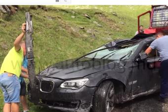 Nem húzta be a kéziféket, rommá tört a hetes BMW