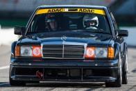 A Mercedes épített egy legendát a biztonság kedvéért