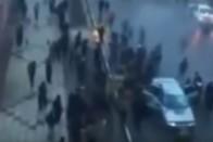 Videón, ahogy villám csap egy autóba, de nem ez a furcsa a felvételen