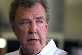 Kórházba került Jeremy Clarkson, nem tud felállni a tolószékből egyelőre