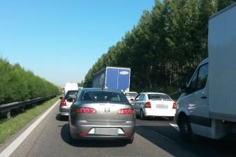 Tömegkarambol az M3-as autópályán