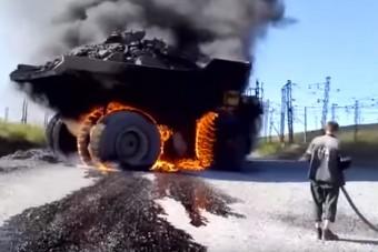 Így néz ki egy 245 tonnás bányagép, ha lángra kap
