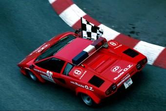 7 biztonsági autó, mert nem csak Mercedes volt az F1-ben
