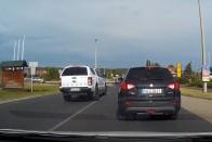 Csodás, ahogy ez a fordos behajt a körforgalomba Keszthelyen