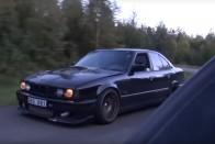 Így kajálta meg a kicsi BMW a nagy Bugatti Veyront