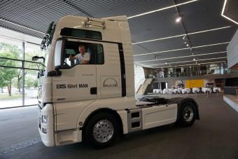 Nyerges vontató volánja mögé ült a ralikrossz-világbajnok