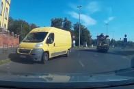 Szembe ment a forgalommal egy teherautó Budapesten, videó készült róla
