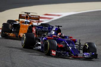 F1: Lerobbannak a Renault-k, a McLaren nem izgul