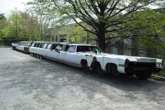 Elhagyva rohad a világ leghosszabb limuzinja, az