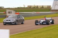 Amikor repülő küzd F1-es autó ellen