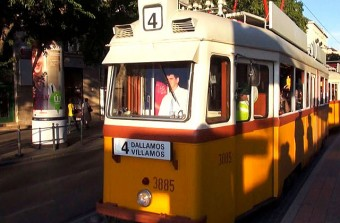 Tizenhat előadó lép fel az idei Dallamos Villamoson