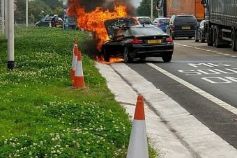 Vásárlás után borult lángba a BMW