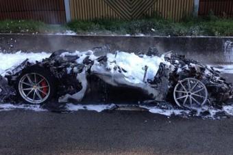 Porrá égett egy rettentő ritka Ferrari