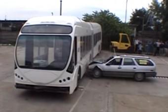 Így törik az amerikai magyar busz