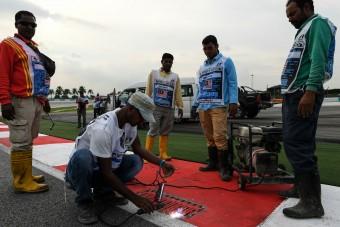 F1: Szombatra körbehegesztik a pályát