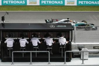 F1: Vettel elbukott, Hamiltoné a pole