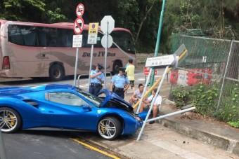 Törött autó lett a türelmetlen ferraris jutalma