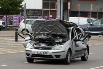Illatosítótól robbant fel egy autó