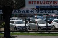 Ha külföldi használt autó, a magyarok nem állnak le