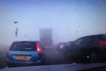 Jön a ködös idő, amiből akár ilyen brutális tömegbaleset is lehet