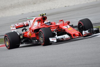 F1: Vettel lerobbant, Verstappen ütközött, szenved a Mercedes