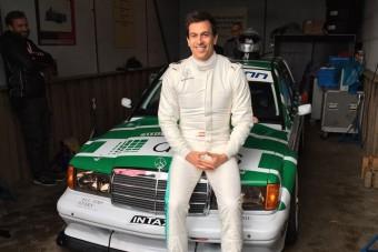 F1: Újra versenyautóba ült a Mercedes-csapatfőnök - videó