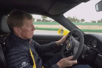 Walter Röhrl megmutatja, hogyan kell a 911 GT3-asnak kenni