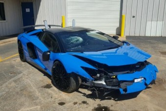 Ha olcsón szeretnél Lamborghinit, akkor itt egy picit fáradt Aventador SV