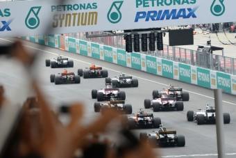 F1: A fél mezőny csalt a rajtnál?