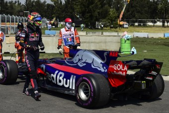 F1: A Renault hibája miatt nyert Verstappen