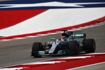 F1: Hamilton az élen, Vettel küszködött