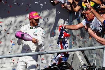 F1: Hamilton nyert, Verstappent lebüntették a dobogóról