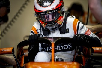 F1: Ütősebb nevet kaphat a fejvédő