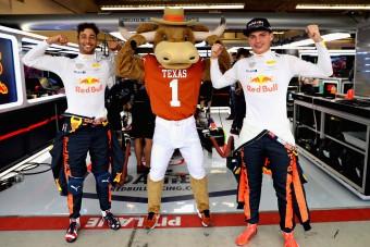 F1: Tojással fociztak, okker bikával buliztak a Red Bull-pilóták - videó