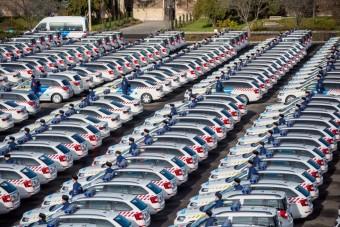 Ezeket az új autókat veszi 45 milliárdért az állam