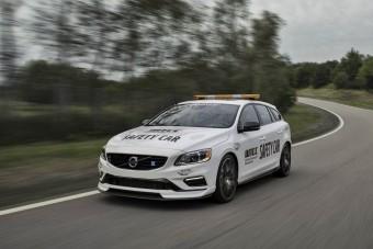 Ez a bitang kombi Volvo a versenyautók előtt száguld
