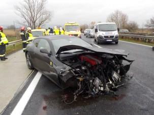 Rommá törtek egy Ferrarit az M1-esen - fotók